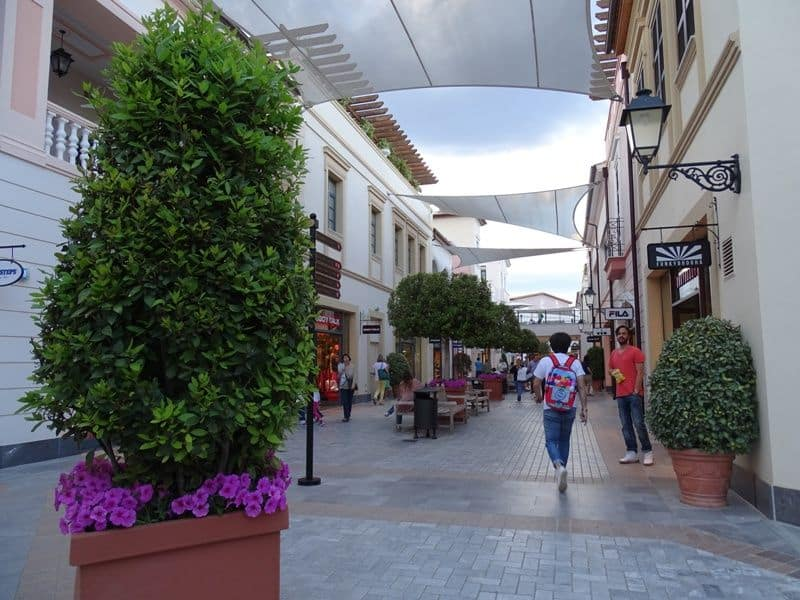 outlet shopping mall