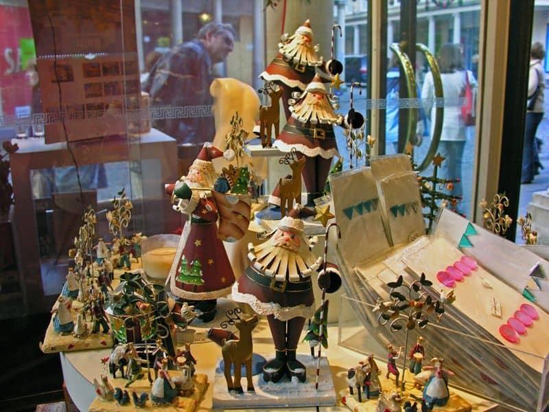 Christmas Shopping window at Bath