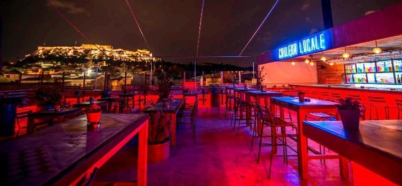 couleur-locale-bar-during-the-night