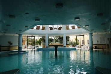 the indoor swimming pool at Thermae Sylla Spa Hotel