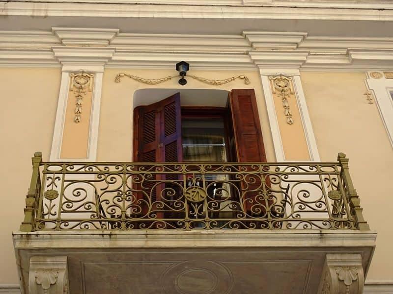 restored house in Psyri