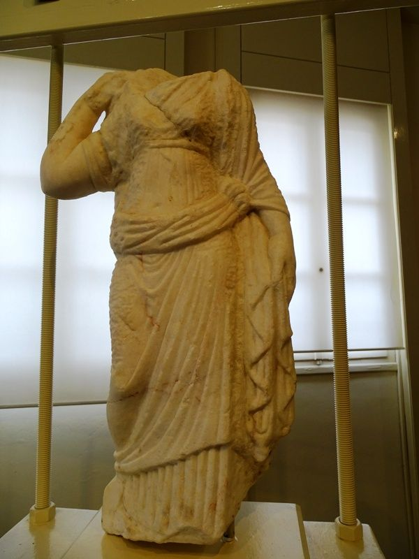 marble-statue-at-the-archaeological-museum-of-Mytilene