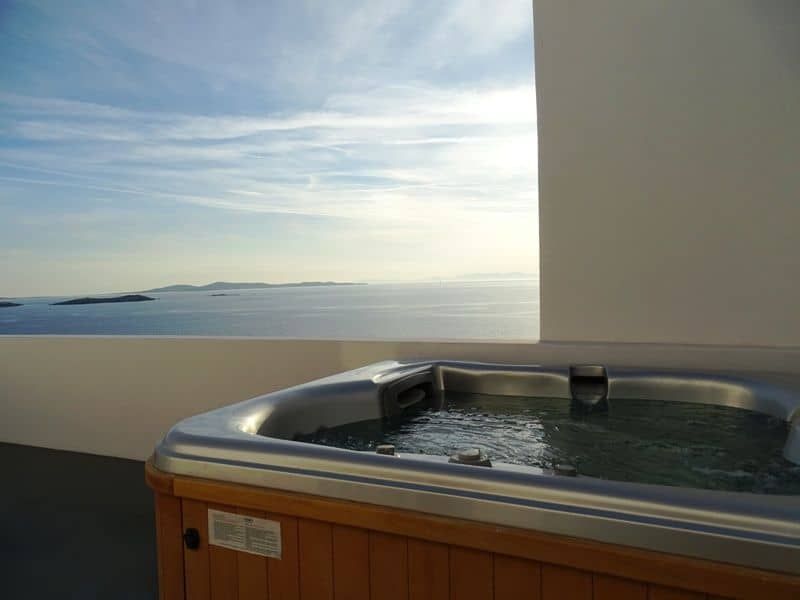 the-hot-tub-at-my-private-terrace-compressor