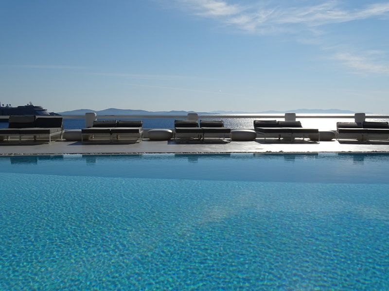 the-swimming-pool-at-Kouros-hotel-compressor