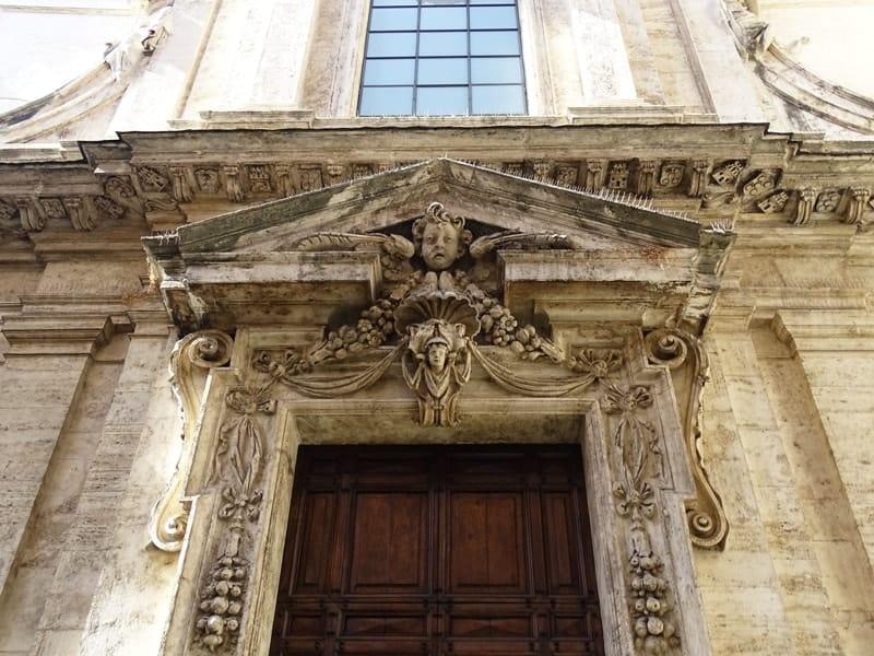 beautiful buildings in Rome-min