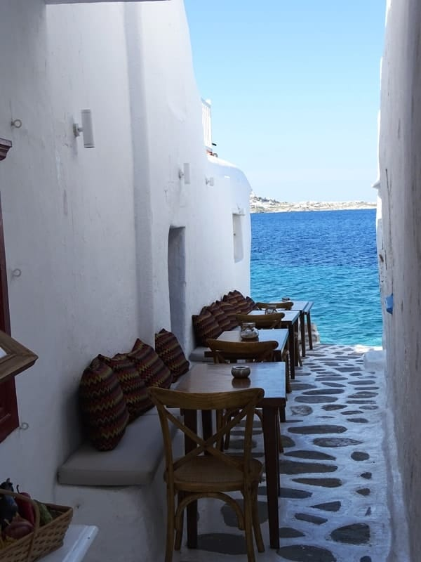 alleyway in Mykonos leading to the sea - things to see in mykonos