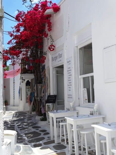 restaurants in the alleyways of Mykonos town