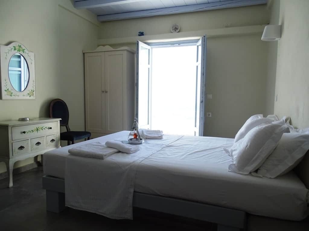 our-room-at-makares-apartments-donousa-min