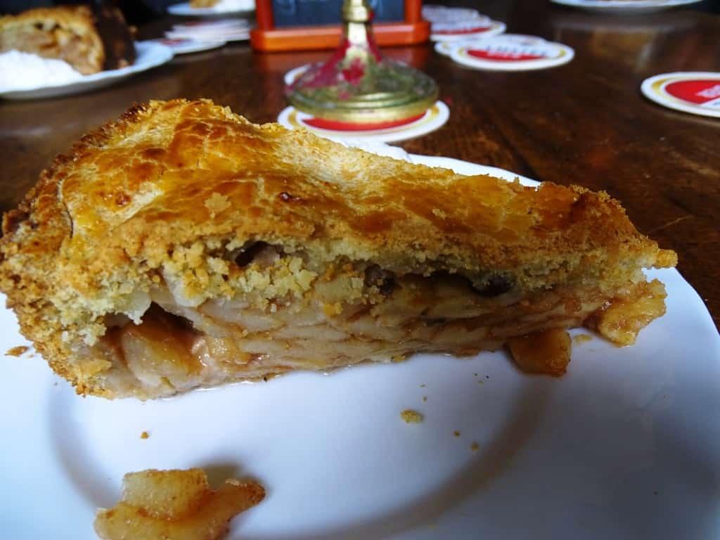 the best apple pie inJordaan Amsterdam in Café Papeneiland