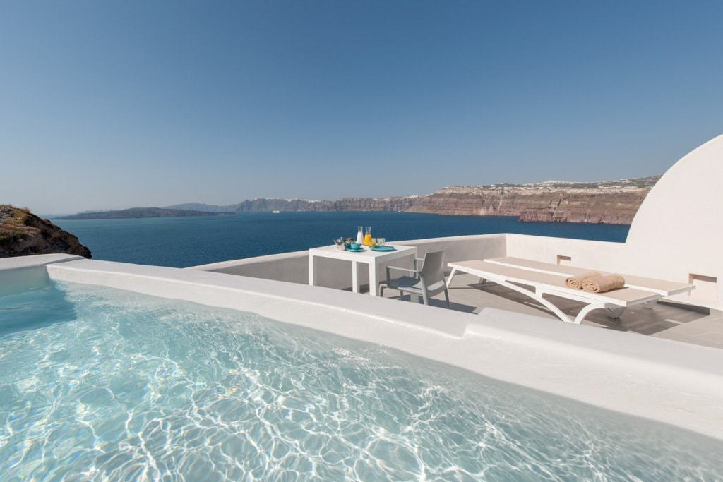 Santorini hotels with private pool - Neptune Luxury Suites