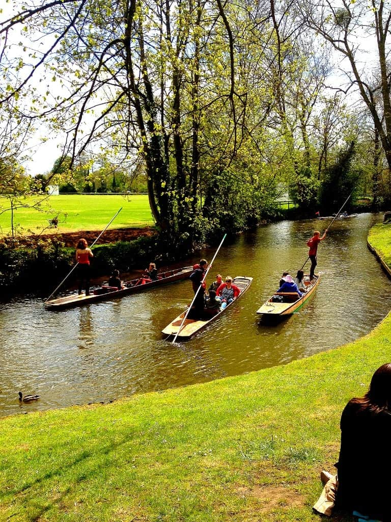 Punting in Oxford - Things Not to do in England