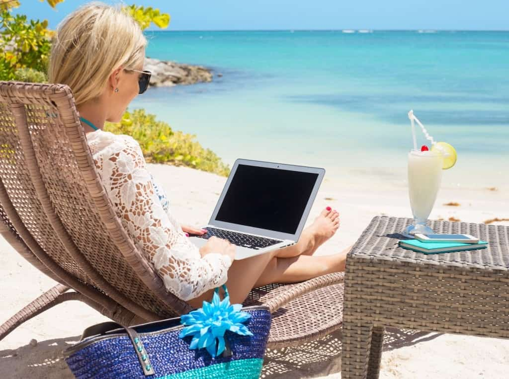 Ways to Make Money Online while Traveling