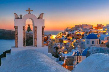 sunset in Oia -The Best Santorini Tours