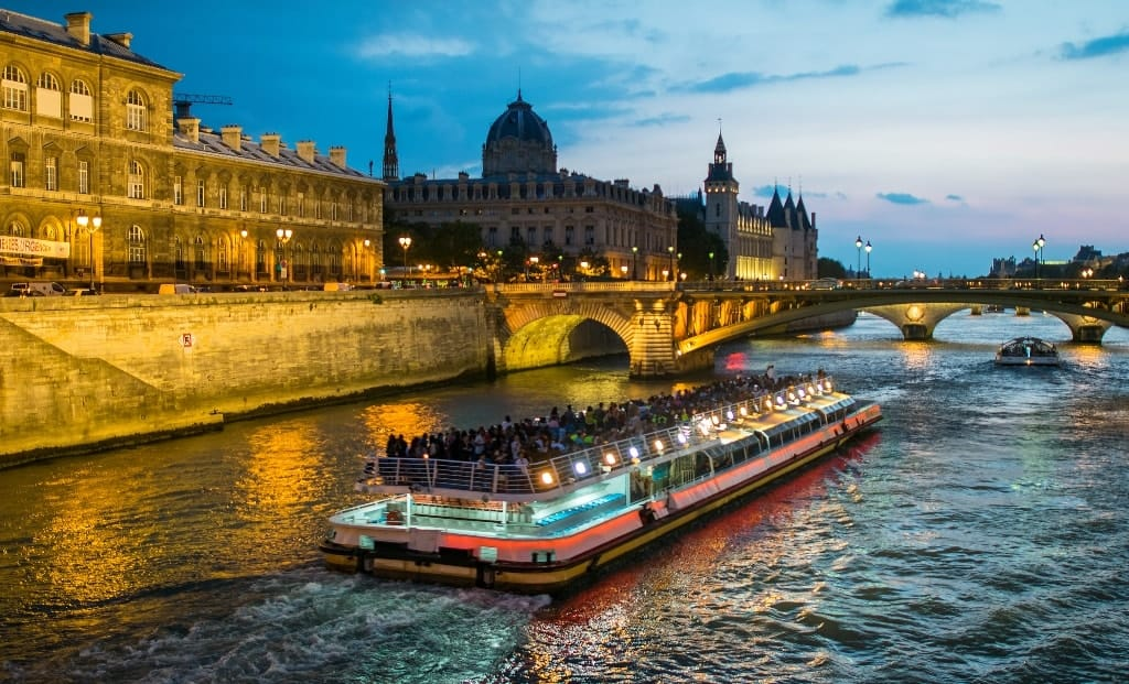dinner cruise along the seine with bateaux mouches river cruise. Black Bedroom Furniture Sets. Home Design Ideas