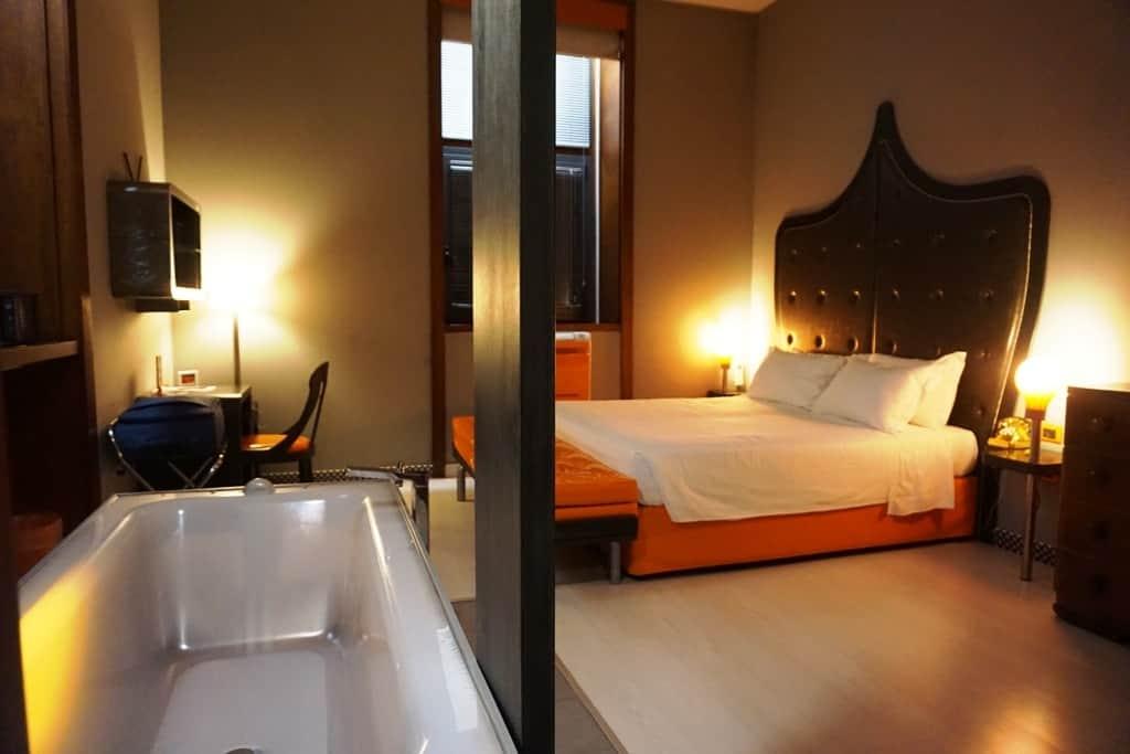 Orange hotel rome for Hotel design orange