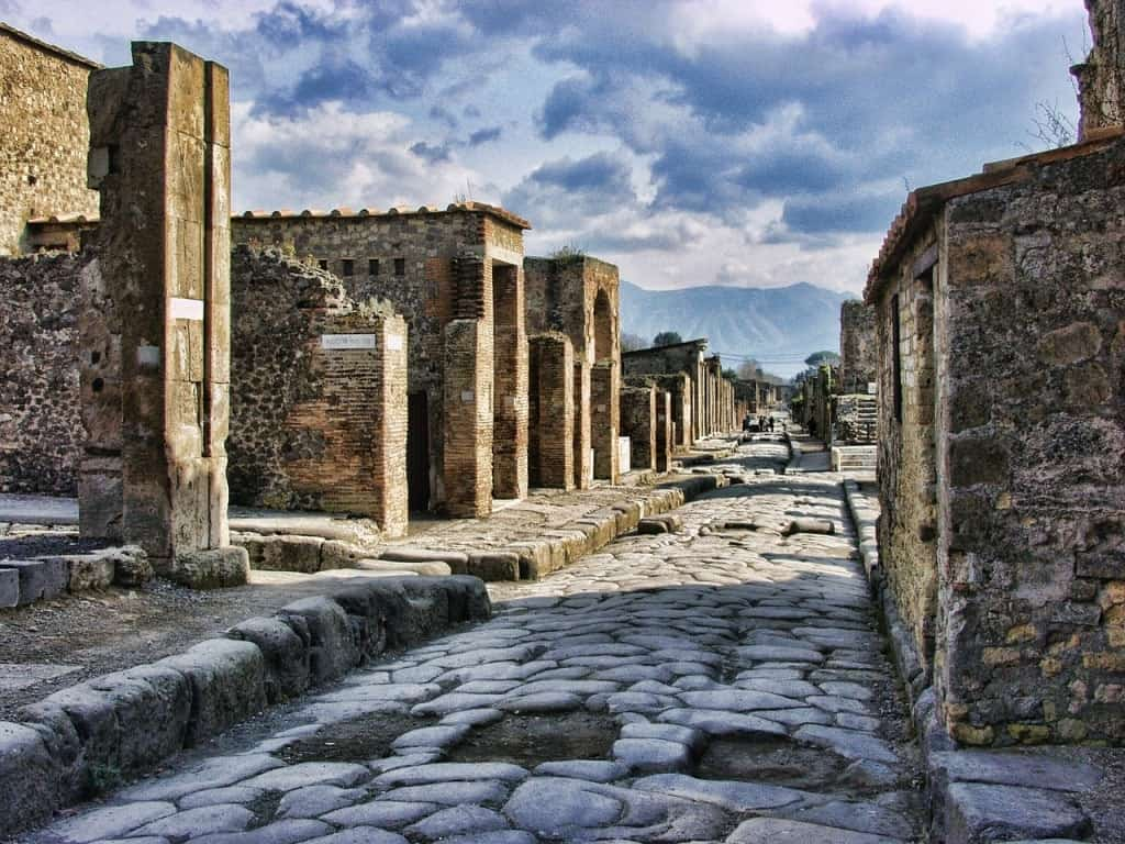how to get from Naples to Pompeii