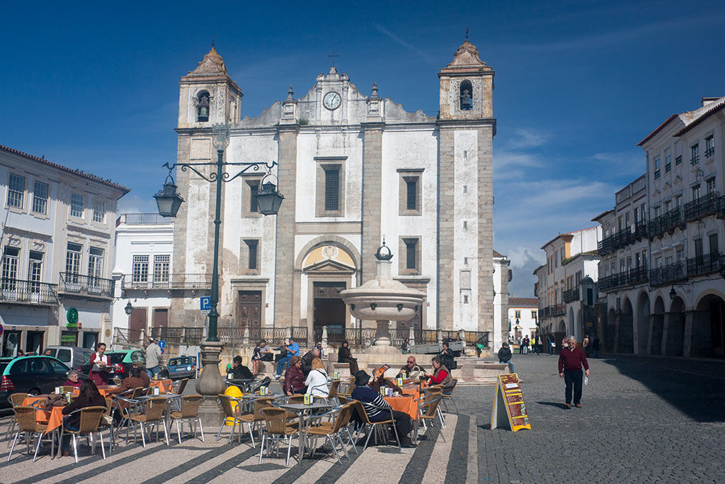 Praça do Giraldo, the main square in Évora