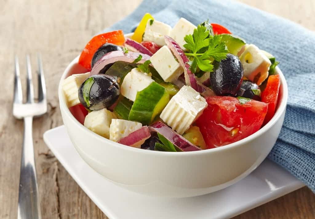 Horiatiki - Greek salad - what to eat in Greece