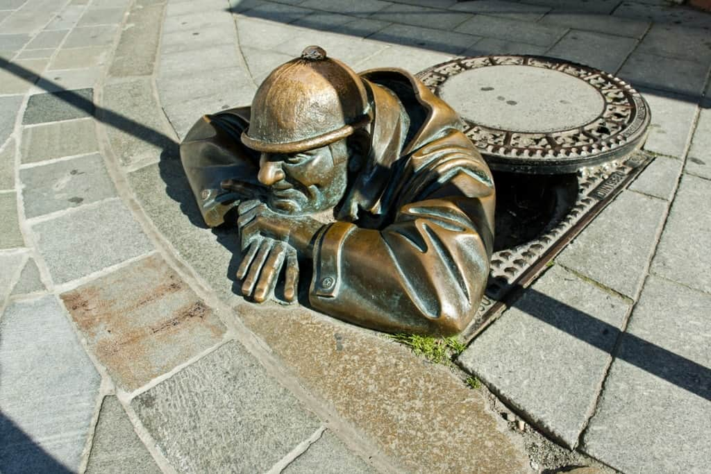 bronze sculpture called man at work, Bratislava