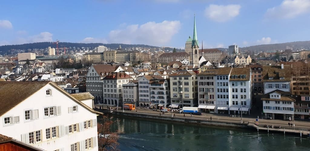 Lindenhof - Zurich in winter itinerary