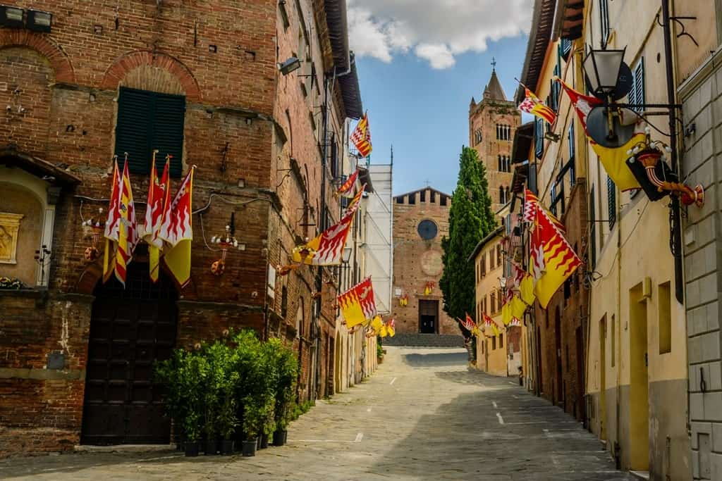 The decorations of the Palio of Siena around the city