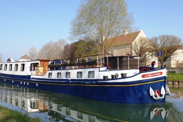 La Belle Epoque - our barge in Burgundy - barging in France