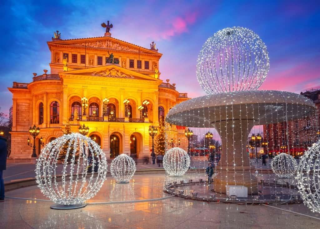Alte Oper in Frankfurt in winter
