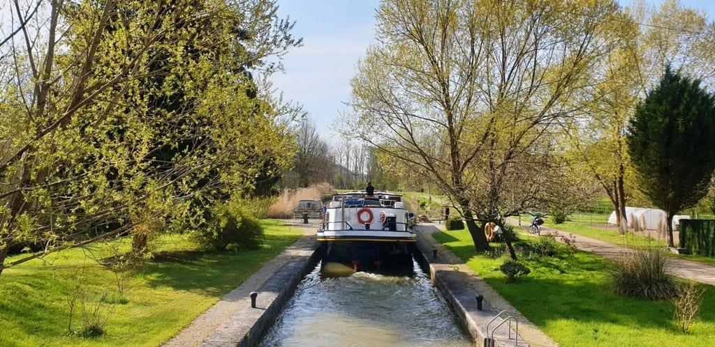 burgundy canal cruise france