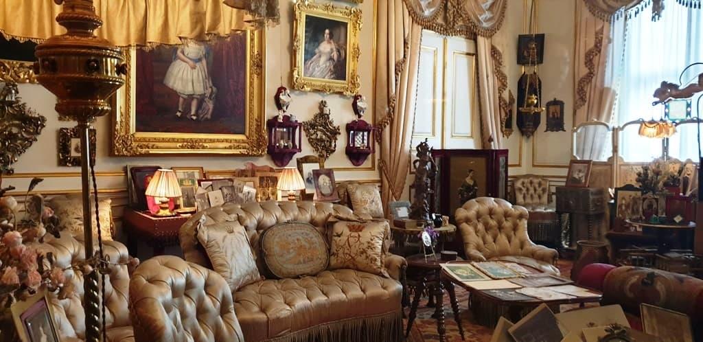 inside the Amalienborg Palace - one day in Copenhagen