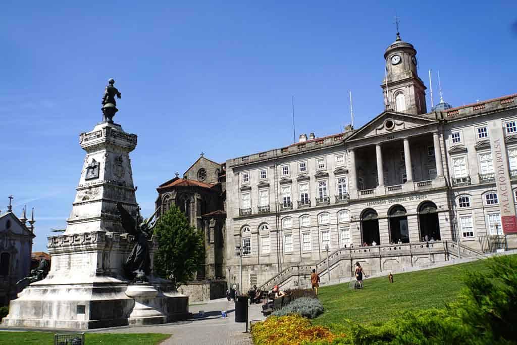 Palácio-da-Bolsa-