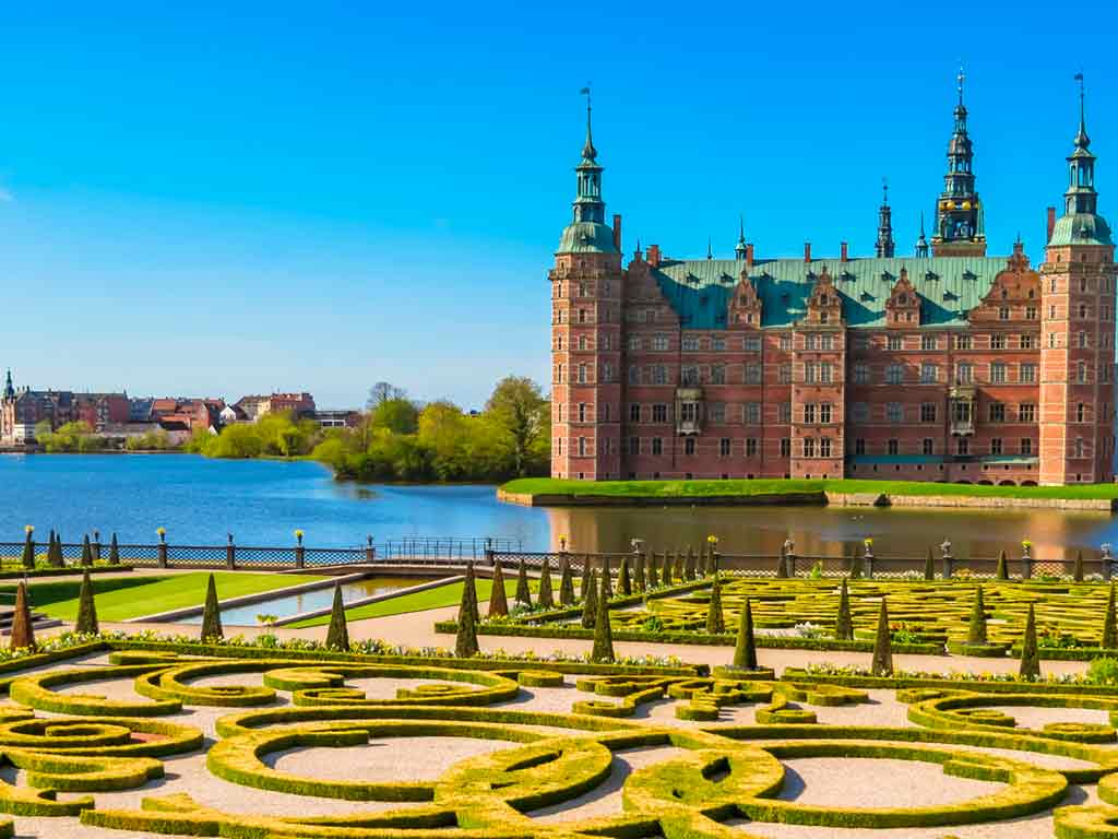 Park-and-Palace-Frederiksborg-Slot