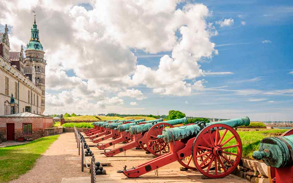 old-cannons-at-the-Kronborg-castle