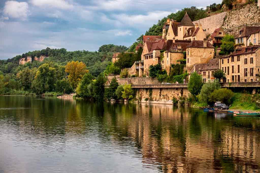 medieval villagesns in France Beynac et Cazenac