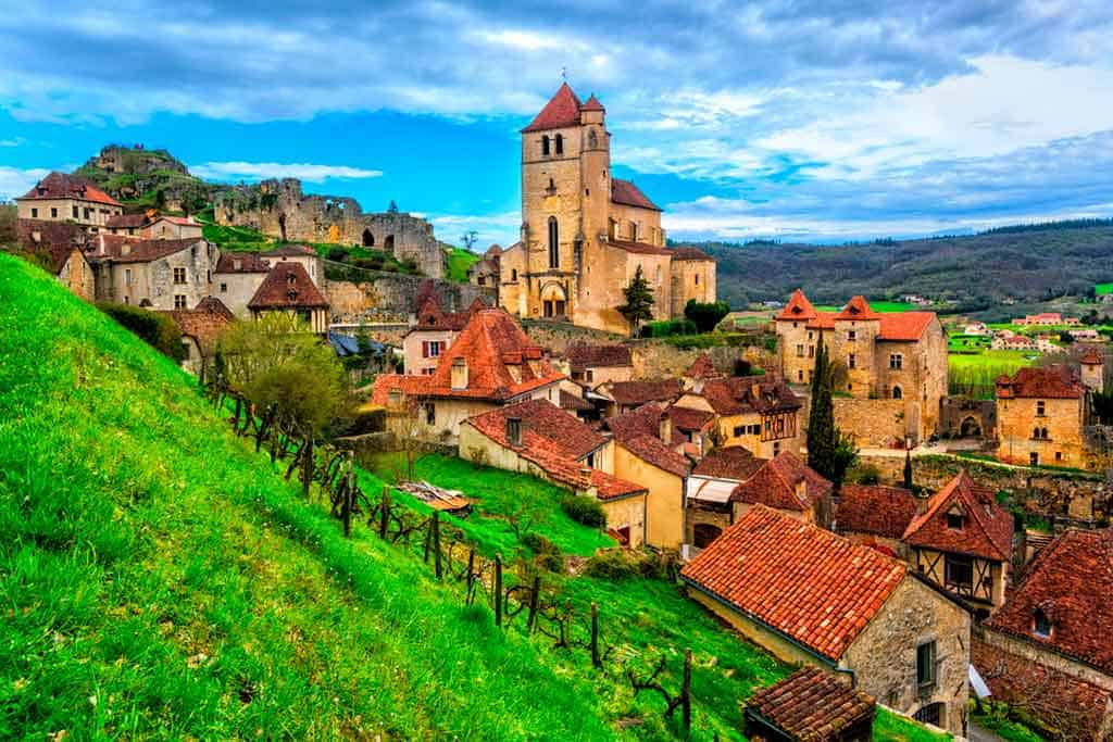 medieval villagesns in France Saint Cirq Lapopie