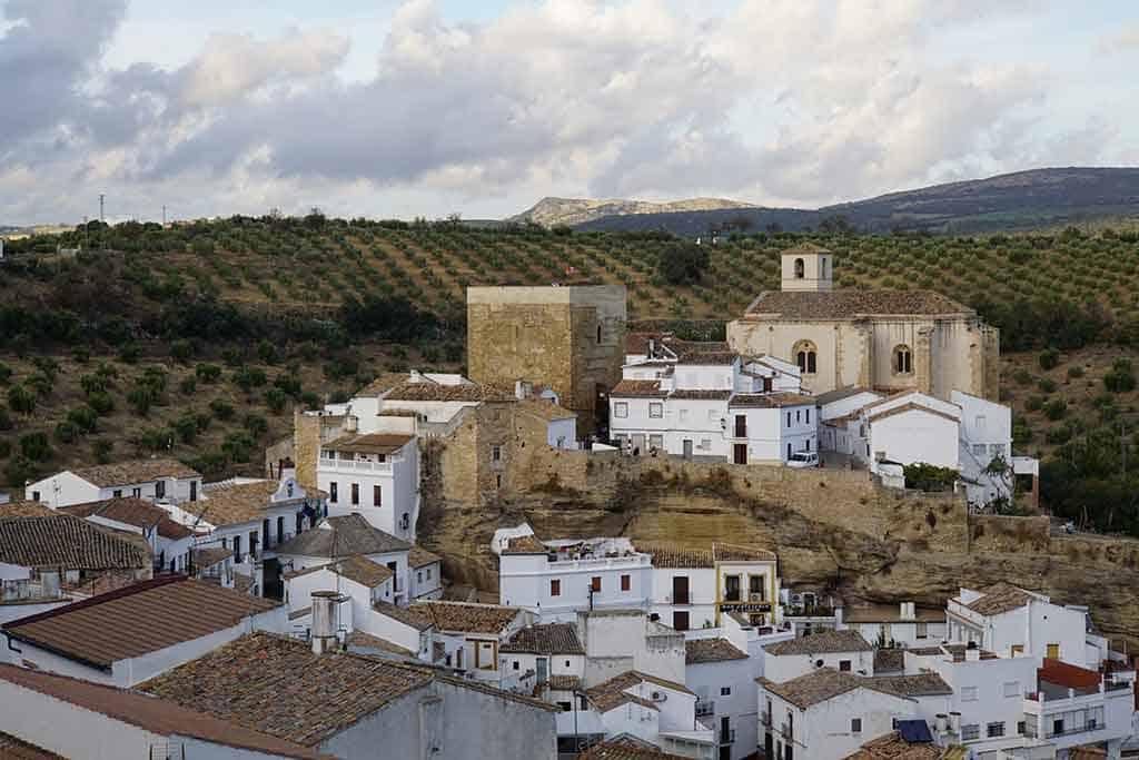 Setenil de las Bodegas - Pueblos blancos Andalucia Spain