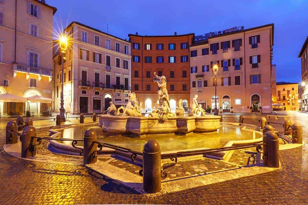 Navona square at night = things to do in Rome at night