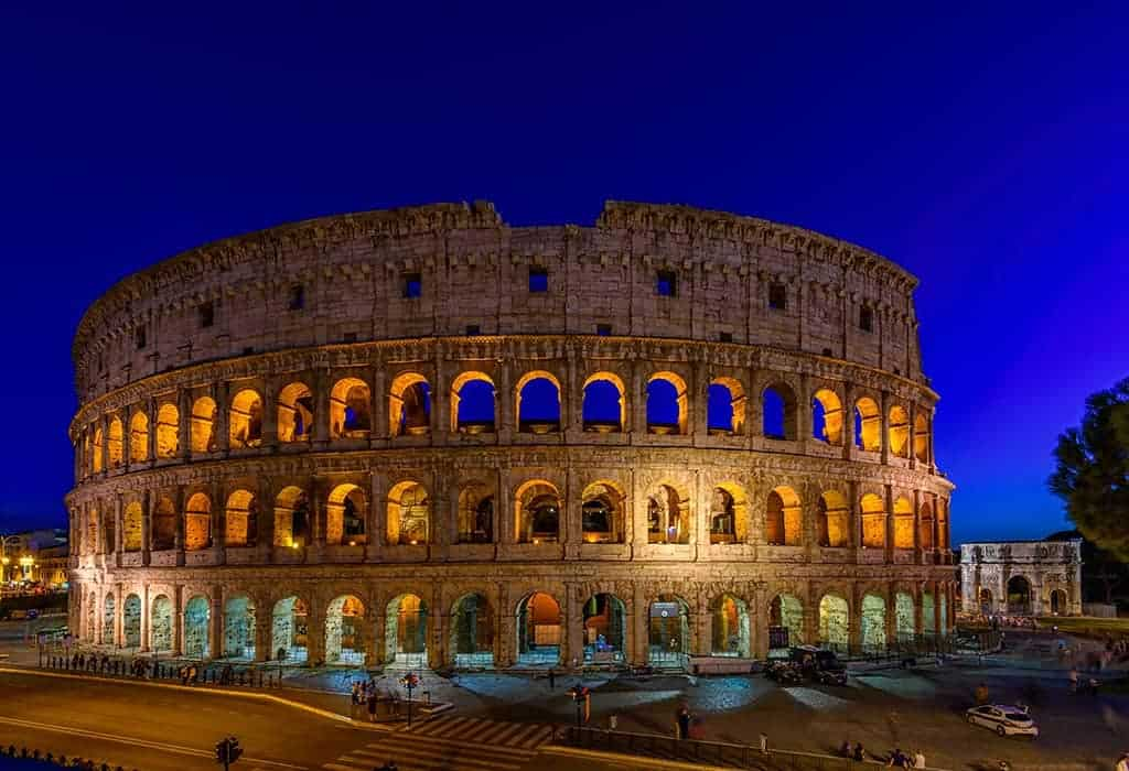 Night view of Colosseum - things to do in Rome at night