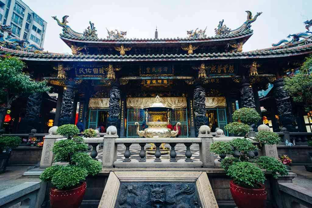 Longshan Temple - 3 day Taipei itinerary