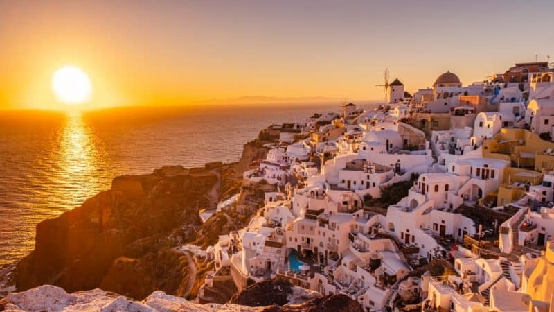 Sunset in Oia - Things to do in Santorini